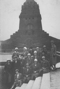 Mitglieder des Verbandes Weiblicher Angestellter aus Düsseldorf in Leipzig, 1927