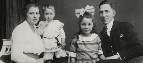 Portrait einer Familie um 1920