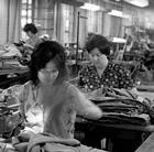Näherinnen im Bereich Hosenherstellung im VEB Kombinat Oberbekleidung Berlin