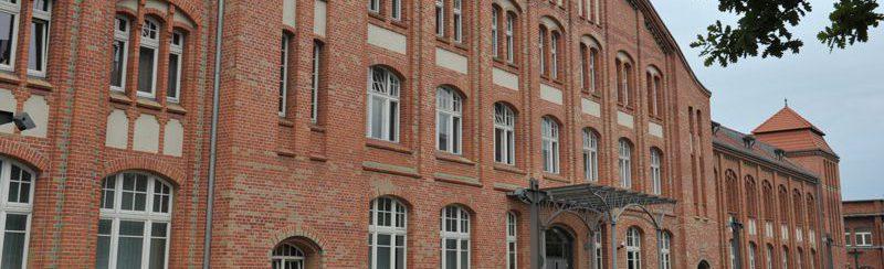 Gebäude mit Eingangsbereich